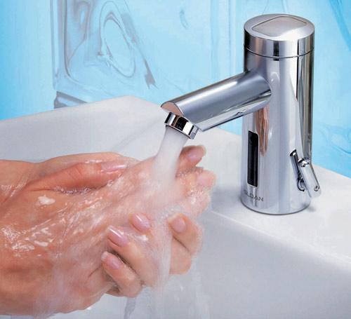 Zaposlenici zaduženi za pranje i ispiranje kose najizloženiji su riziku od dermatitisa