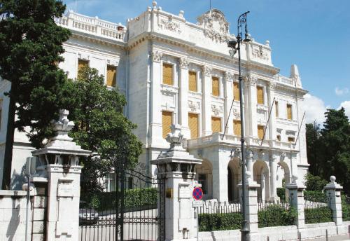 Guvernerova palača (1896.)