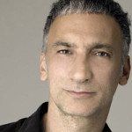 AKIN KONIZI <br>Osnivač i voditelj višestruko nagrađivane londonske akademije Hob Salons