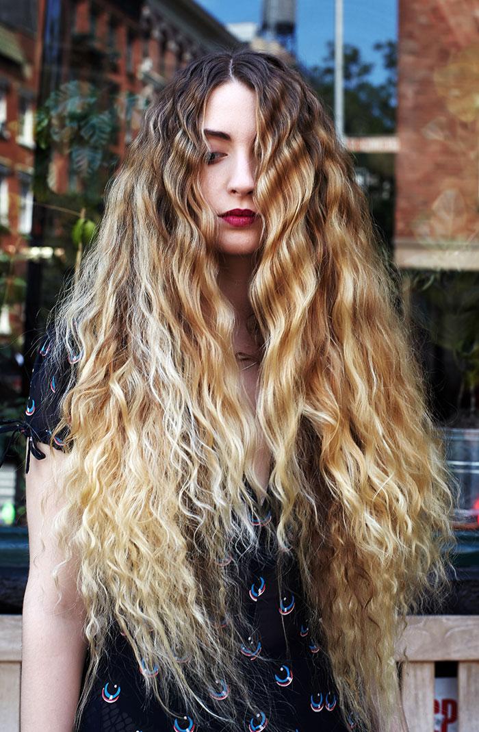 Model s predivnom kosom